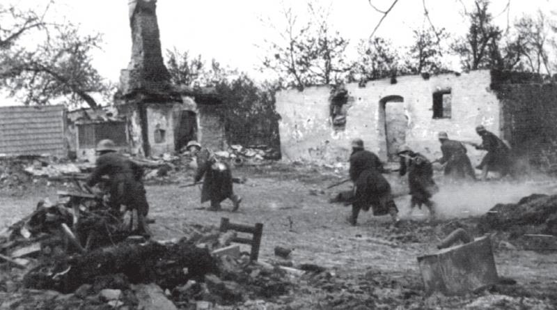 Болгарские солдаты атакуют во время боев в Драве. Венгрия, 12 марта 1945 г.