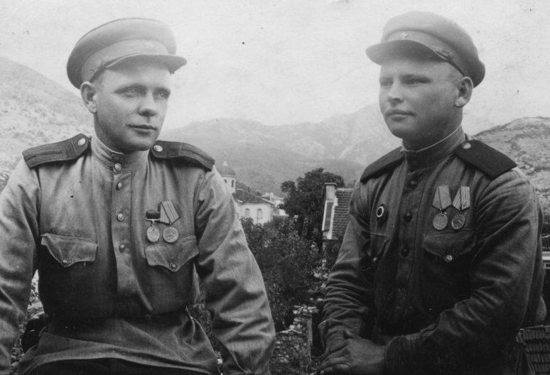 Военнослужащие из отдела контрразведки СМЕРШ 37-й армии в Болгарии. Май 1945 г.