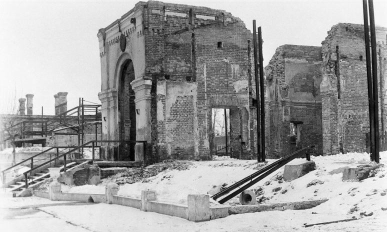 Здание вокзала железнодорожной станции Запорожье-1. 1944 г.