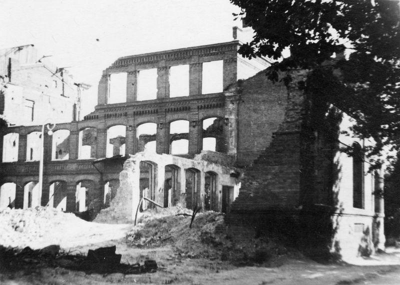 Машиностроительный институт. 1944 г.