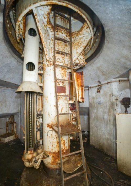 Пулеметная башня блока №1 снаружи и внутри.
