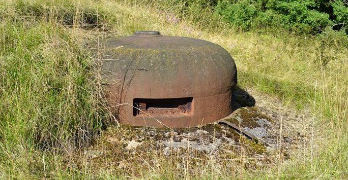 Наблюдательная бронебашня блока №4 снаружи и внутри.