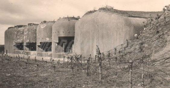 Артиллерийский блок №5 в годы войны и сегодня.
