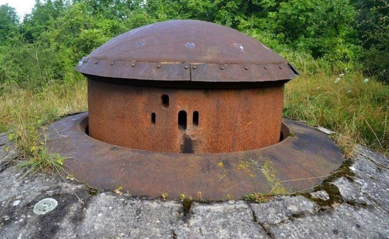 Пулеметная бронебашня блока №2 для смешанного вооружения снаружи и внутри.