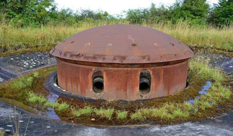 Бронебашня для 135-мм орудия блока №4 снаружи и внутри.