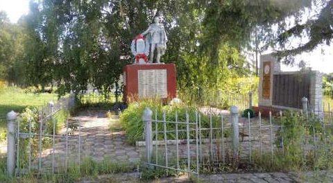 п. Александровский Касторенского р-на. Памятник на улице парковой, установленный на братской могиле, в которой похоронено 126 советских воинов, в т.ч. 68 неизвестных.