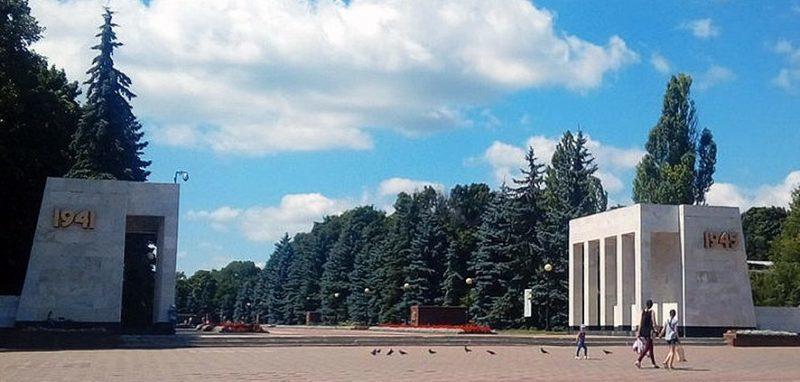 Главный вход на мемориал.