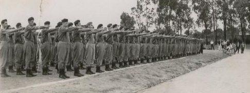 Военные сборы мужчин после 18 лет для базовой военной подготовки. 1940 г.