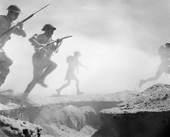 Британские солдаты под Эль-Аламейном. 24 октября 1942 года.