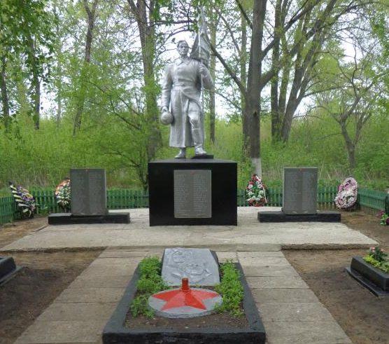 п. Белогорье Касторенского р-на. Памятник, установленный в 1953 году на братской могиле, в которой похоронено 73 советских воина, в т.ч. 44 неизвестных, погибших в 1943 году.