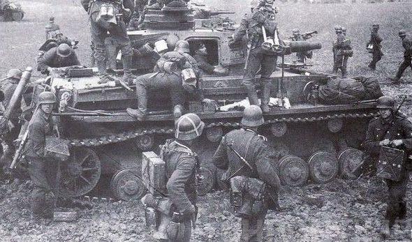 1-я немецкая танковая армия прорывает оборону севернее Орехова.