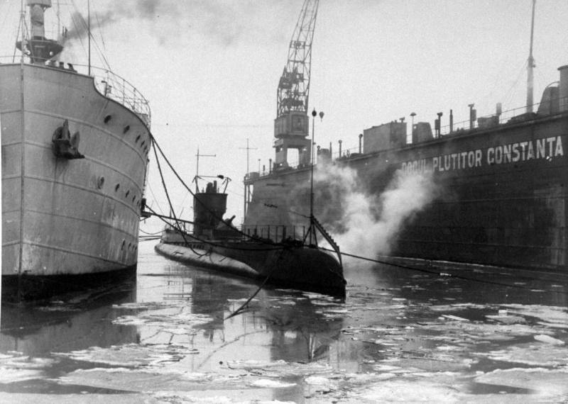 Румынская подводная лодка «Дельфинул» в Констанце. Февраль 1940 г.