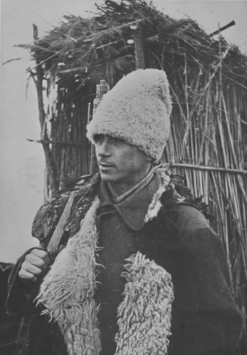 Румынский солдат под Сталинградом. 1942 г.
