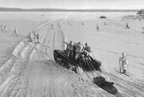 Советские войска в наступлении.