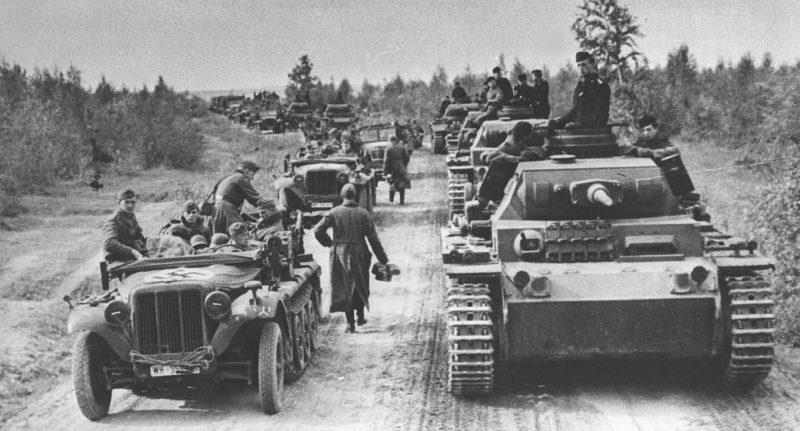 Продвижение немецкой бронетанковой колонны на Московский фронт. Октябрь 1941 г.