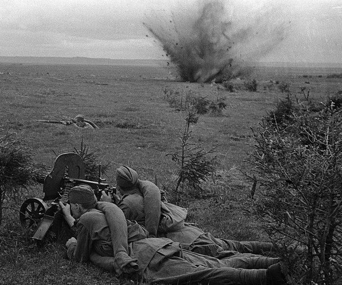 Красноармейцы в обороне возле Дорогобужа.