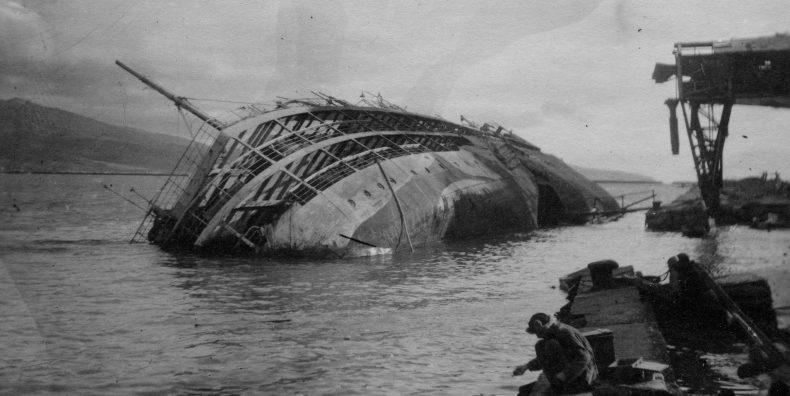 Санитарный транспорт «Украина» потопленный немецкой авиацией 2 июля 1942 года у причала в Новороссийске.