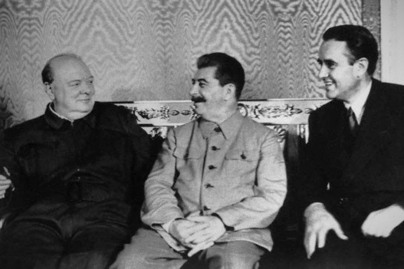 У. Черчилль, И. Сталин и А. Гарриман. Московская конференция. Август 1942 г.