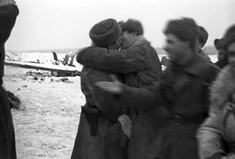Встреча воинов 2-й ударной и 67-й армий. 18 января 1943 г.