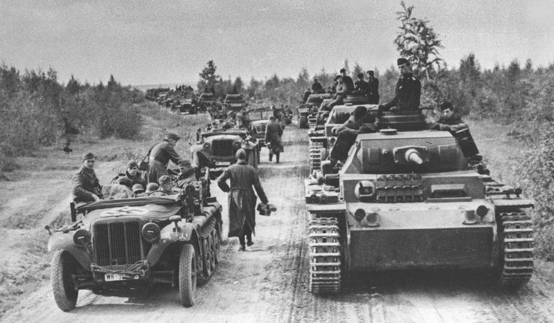 Немецкая колонна на пути к Москве.