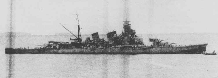 Поврежденный японский крейсер «Аоба».