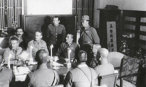 Переговоры британского командования с японским о капитуляции Гонконга.