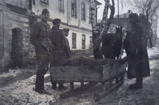 Зима в оккупированном Белгороде. 1941 г.