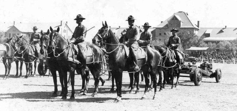 Кавалеристы 1-й кавалерийской дивизии. 1944 г.