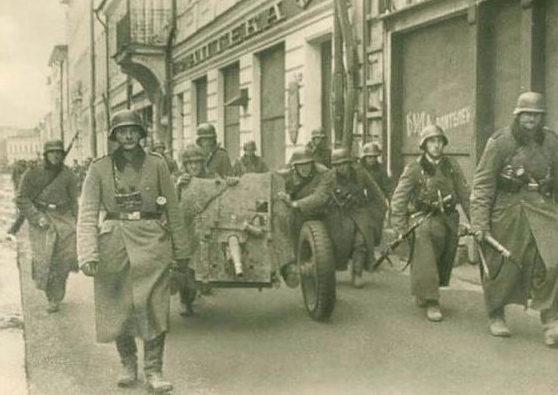 Немцы входят в Ростов-на-Дону.