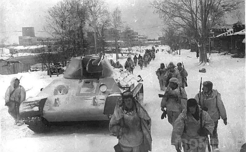 Красноармейцы отправляются на фронт.