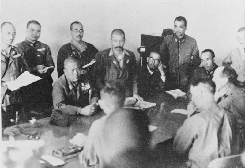 Переговоры Ямасито и Персиваля о капитуляции.