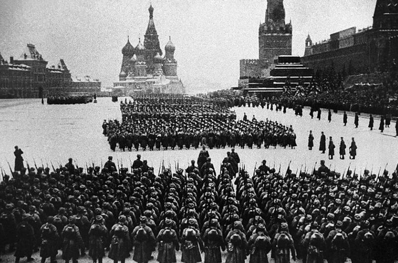 Парад советских войск на Красной площади. 7 ноября 1941 г.