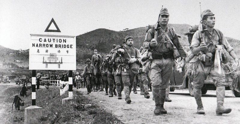 Японские десантники вступают в Гонконг.