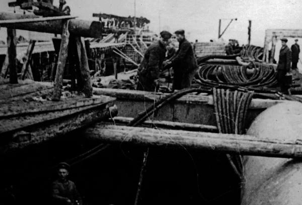 Строительство Ладожского трубопровода.
