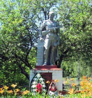 с. Гоптаровка Беловского р-на. Памятник, установленный в 1965 году на братской могиле, в которой похоронено 89 советских воинов, в т.ч. 53 неизвестных.