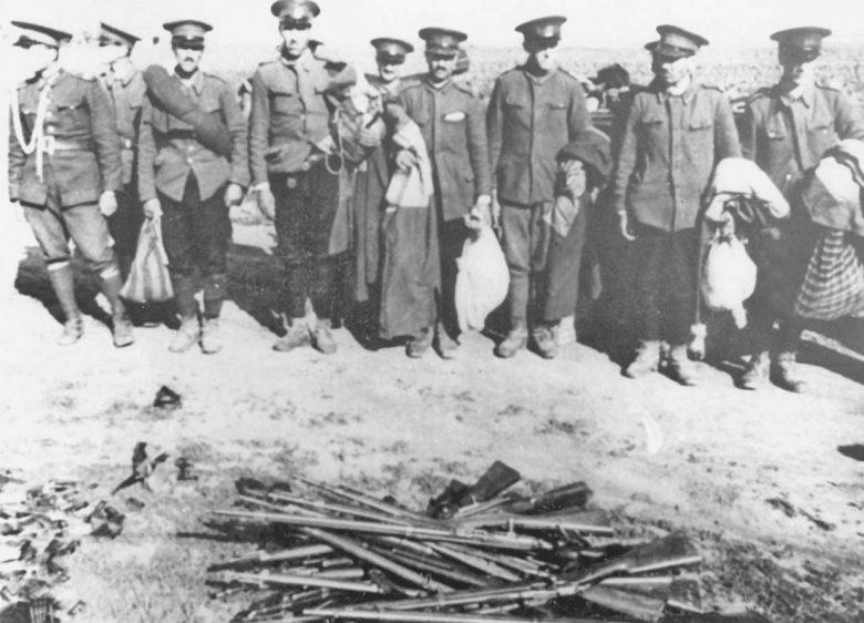 Разоруженные Красной Армией румынские жандармы в строю. Бессарабия, июль 1940 г.