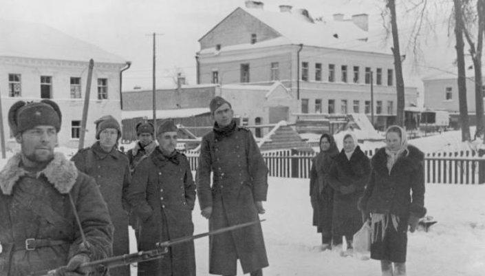 Немецкие военнопленные, захваченные в Тихвине.