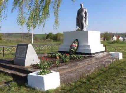 с. Гочево Беловского р-на. Памятник, установленный в 1960 году на братской могиле, в которой похоронено 27 советских воинов, в т.ч. 22 неизвестных.