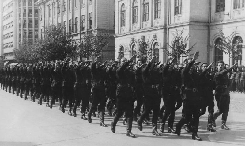 Легионерное движение «Железная гвардия» в Бухаресте. 1940 г.