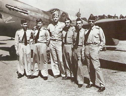 Бразильские пилоты на обучении пилотирования P-40 в 116-й учебно-боевой эскадрилье. 1942 г.
