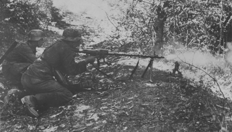 Расчет немецкого пулемета в окрестностях Новороссийска. Сентябрь 1942 г.