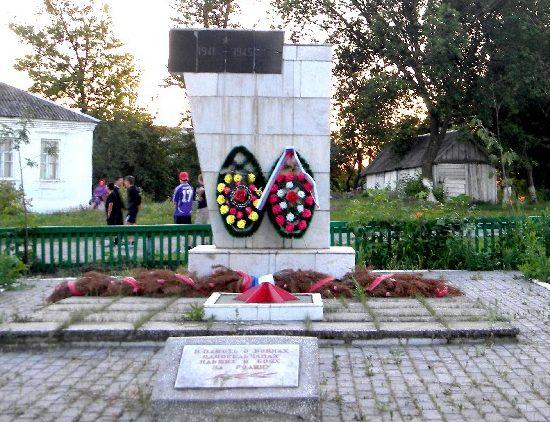 с. Камышное Беловского р-на. Памятник воинам-землякам, погибшим в годы войны.