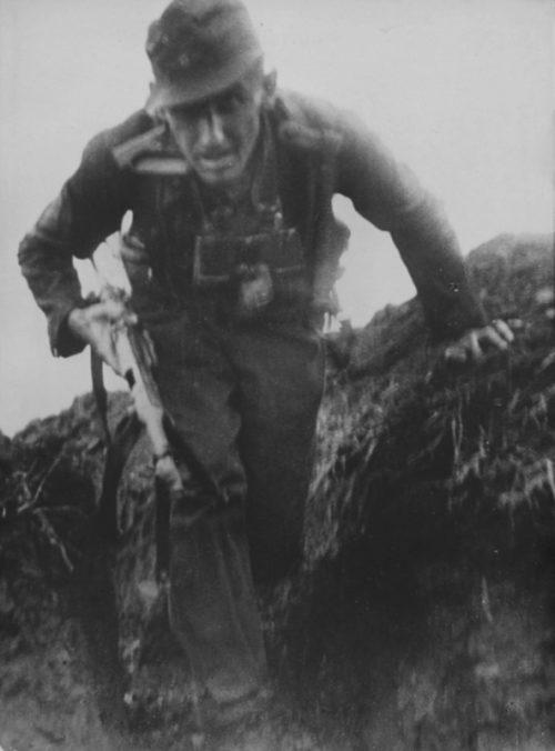 Немецкая траншея в окрестностях Новороссийска. Сентябрь 1942 г.