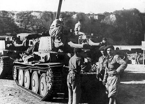 Танки румынского 2-го танкового полка в Крыму. 1942 г.