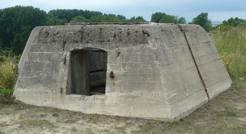 Бетонная основа, построенная немцами для радара Würzburg See Riese Fumo 214.