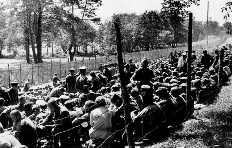 Сборный пункт советских военнопленных. Июнь 1941 г.