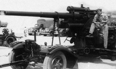Зенитное орудие в Рио-де-Жанейро. 1943 г.