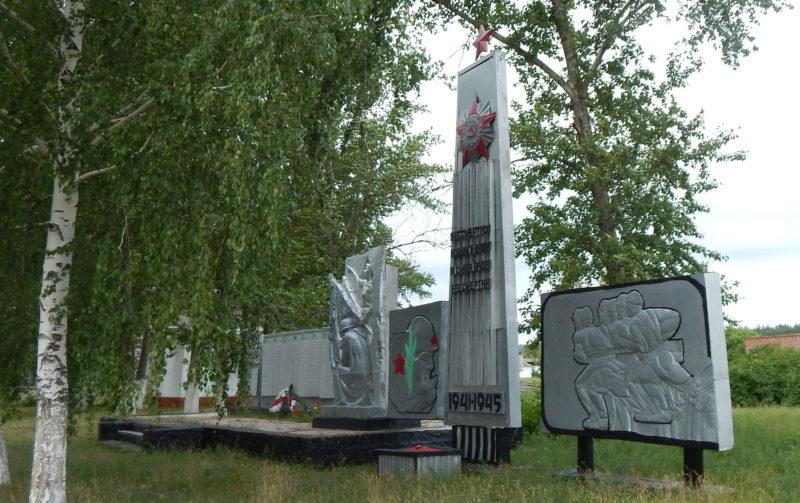 д. Корочка Беловского р-на. Мемориал в честь воинов-земляков, погибших в годы войны.