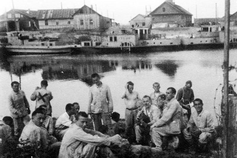 Советские военнопленные на берегу Березины. Июнь 1941 г.