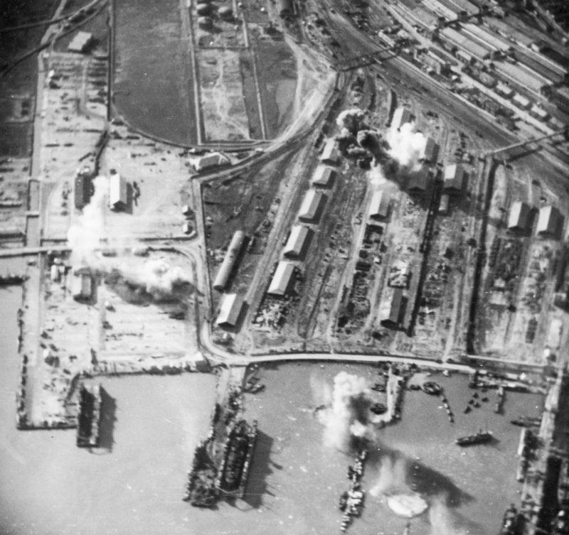 Немецкий авианалет на город. 1942 г.